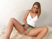 Sexy College Coed Splits Pussy With Toy
